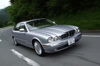 【スペック】XJ8 3.5:全長×全幅×全高=5090×1900×1450mm/ホイールベース=3035mm/車重=1680kg/駆動方式=FR/3.5リッターV8DOHC32バルブ(267ps/6250rpm、34.6kgm/4200rpm)/車両本体価格=833.0万円