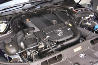 「C180」と「C250」には、1.8リッター直4 直噴ターボエンジンが搭載される。チューニングの違いにより出力は48psの開きがある。