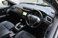 インテリアについては「エクストリーマーX」と標準車は基本的に共通。テスト車にはディーラーオプションのスマートルームミラーとデュアルカーペット(フロアカーペット+ラバーマット)が装備されていた。