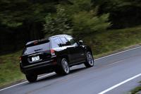 「ジープ・コンパス」はシティーユースを重視したSUVとして2006年にデビュー。日本では2012年に販売が開始された。今回試乗した4WD車は2013年5月に発表、7月に発売されたものだ。