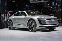 2017年の上海モーターショーでお披露目された、アウディの電気自動車「e-tronスポーツバック コンセプト」。2019年の発売が予定されている。