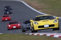 富士スピードウェイの本コースを行く「シボレー・コルベット」。GMジャパンがドライビングセミナーを主催するのは、これが初となる。