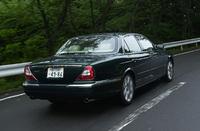 【スペック】XJ8 4.2:全長×全幅×全高=5090×1900×1450mm/ホイールベース=3035mm/車重=1680kg/駆動方式=FR/4.2リッターV8DOHC32バルブ(304ps/6000rpm、42.9kgm/4100rpm)/車両本体価格=993.0万円