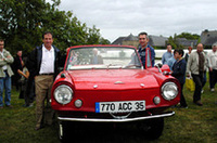 珍しい水陸両用車。右はオーナー、左はジャン・ラニョッティ。