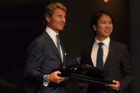 アウトモビリ・ランボルギーニ代表兼CEOのステファン・ヴィンケルマン氏(左)と、コーンズ・モータース代表取締役社長の渡 健作氏(右)。