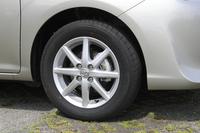 テスト車には、15インチのアルミホイールが装着されていた。標準車は、同サイズのスチールホイールに樹脂フルキャップの組み合わせとなる。