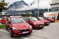 オーストリアのインスブルック空港にて、真新しい「BMW 2シリーズ アクティブツアラー」が各国のジャーナリストやメディア関係者をお出迎え。