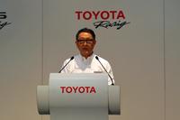 あいさつを述べる豊田社長。「自身レースに参戦したことで、よいクルマ作りを行うためのセンサーが研ぎ澄まされた」などと、モータースポーツへの思いを熱く語った。