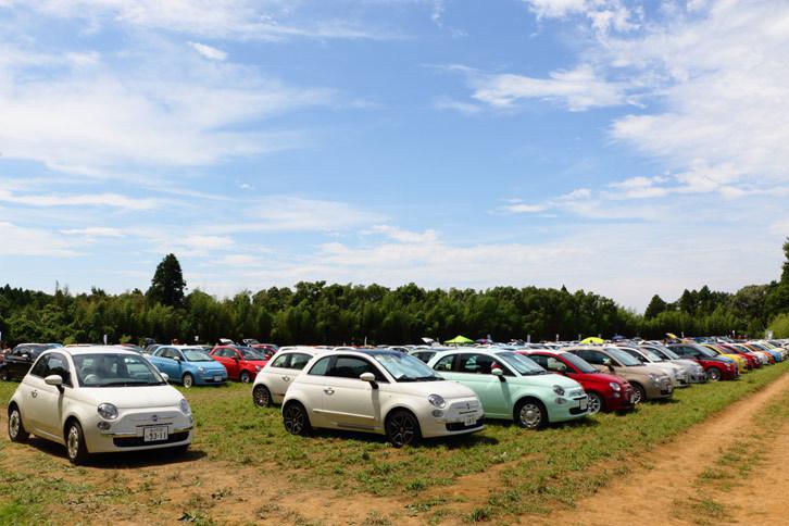 フィアットの公式イベント「AMORE FIAT BIRTHDAY」には、今年も「500」を中心に個性豊かなフィアット車が集まった。