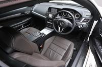 「E250カブリオレ」は、右ハンドル仕様となるのがうれしい。ステレオカメラとミリ波レーダーを利用した安全運転支援システムなど、装備も充実している。