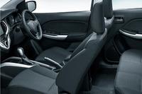 前席にはシートヒーターが備わるほか、フルオートエアコンも装備する。