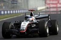 前戦ヨーロッパGPの最終ラップで勝利を逃したライコネン。今回は逆にライバルがトップからいなくなった。(写真=メルセデスベンツ)