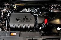 2.4リッター直4エンジンは従来と同じ169psと22.4kgmにとどまる。しかしCVTが新世代のものに換装され、加速フィーリングや燃費が改善された。