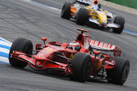 キミ・ライコネンのフェラーリはこの週末終始精彩を欠き、結局6位でゴール。レース終盤の追い抜きはすばらしかったが、ここにきてマクラーレンのポテンシャルにフェラーリが押されていることが明白となった。(写真=Ferrari)