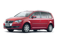 VW「ゴルフトゥーラン」と「ニュービートル」の装備を一部変更
