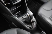 トランスミッションは、5ドアが全車4ATだったのに対し、3ドアでは「アリュール」には5MT、「GT」には6MTを採用する。今年中にはロボタイズドMTが登場する予定だ。