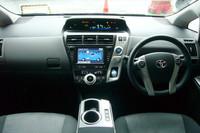 水平基調のデザインとされた、運転席まわりの様子。