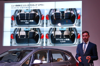 ラゲッジスペースの多彩なアレンジも、セリングポイントのひとつ。発表会では、BMW開発本部のニルス・ボルヒャーズ氏(写真)が、技術的なハイライトを説明した。