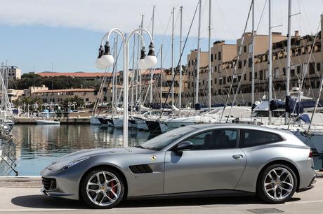 V12からV8ターボへ、4WDからFRへと改められた「フェラーリGTC4ルッソT」は、見た目からすればGTC4ルッソ・...