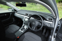 ステアリング操作などから、ドライバーの疲労や眠気を感知するドライバー疲労検知システム「Fatigue Detection System」を標準装備。休憩が必要だと判断すると、インジケーター表示と警告音で注意をうながす。