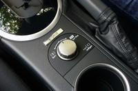 2006年5月から装備された「SI-DRIVE」(のボタン)。2008年5月以降は、エントリーグレードの2.0iを除きレガシィシリーズ全車に備わるようになった。