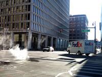 デトロイトのダウンタウン。路面からのスチームが哀愁を漂わせる。