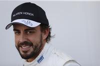 ウインターテストのクラッシュの影響で開幕戦をスキップしたマクラーレンのフェルナンド・アロンソが、2戦目のマレーシアから今シーズンをスタートさせた。予選18位、決勝はバトン同様にメカニカルトラブルでリタイアするも「予想よりは良かった」とまずまずの感触をつかんだようだ。(Photo=McLaren)