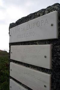 ポルトガル語で「ヨーロッパの端」と書かれている。