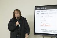 「躍度」について解説するマツダ パワートレイン開発本部の井上政雄氏。質問をぶつけると、こちらが納得するまでしっかりと説明してくれる熱い開発者だ。