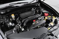 「エクシーガ」の新たな心臓は、「レガシィ」シリーズにも用いられる2.5リッターNAユニット。従来の2リッターNA、2リッターターボとあわせ、同車のエンジンバリエーションは3種類となった。