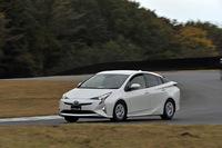 新設計のリアサスペンションなどの採用により、走りの進化が気になる新型「トヨタ・プリウス」。 (写真=高橋信宏)