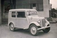 日産がリリースした「ダットサンDA型」。後に、より流線形のボディーをまとう「DB型」が登場した。