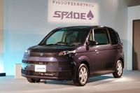 こちらは、兄弟車の「スペイド」。フロントまわりを中心に水平基調のデザインが採用されるも、インテリアは「ポルテ」と共通である。