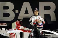 2002年にジョーダンでGPデビューした佐藤琢磨は、2003年、BARでテストドライブに専念。最終戦日本GPでは、参戦を取りやめたヴィルヌーヴに代わりステアリングを握り、見事6位入賞を果たした。久々の走りに期待がかかる。