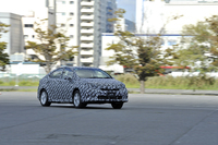 FCVは走行試験も兼ねて、愛知県豊田市のトヨタ自動車本社から東京・晴海まで、322kmの距離を自走してきた。