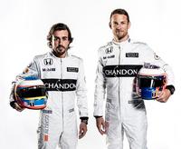 マクラーレン・ホンダの、2人のドライバー。写真左から、フェルナンド・アロンソとジェンソン・バトン。