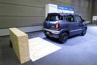安全装備としては、スズキの小型車として初めて後退時の自動緊急ブレーキおよび誤発進抑制制御機構が採用されている。