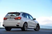 新型「BMW X5」は2013年9月のフランクフルトショーで世界初公開された。日本での発表は2013年10月31日。3リッター直6ディーゼルのほか、2種のガソリンエンジン(3リッター直6と4.4リッターV8)搭載車が用意される。