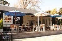 峠のカフェサロン「86 PIT HOUSE」は人気フレンチトースト専門店「LONCAFE」(写真)とのコラボで運営。
