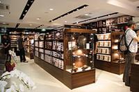 店内に入ると、1Fにはプラモデルを中心とした製品が揃う。