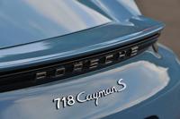 最新の「ケイマン/ケイマンS」には、1950~60年代にかけてモータースポーツで活躍したポルシェのスポーツカーと同じ「718」のモデル名が与えられている。
