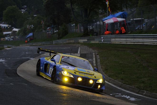 169台で争われた今年のニュル24時間を制したのは、アウディのカスタマーチーム、アウディスポーツ チーム フェニックスの3号車。エアロダイナミクスやブレーキなど、細部のアップデートを果たした「R8 LMS ultra」で終始安定した走りを披露。「アウディR8」勢、初の優勝を獲得した。