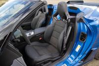 「Z06」にはクーペ、コンバーチブルともに、フレームにマグネシウムを使ったバケットシートが標準装備される。