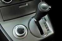 ディーゼル仕様のトランスミッションはCVTではなく、INVECS-II 6段スポーツモード付きATとなる。駆動方式は4WDのみ。