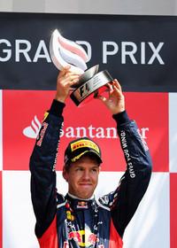 予選4位のセバスチャン・ベッテルは、スタートでつまずきミハエル・シューマッハー、フェリッペ・マッサに先行を許した。しかしピット作戦でこの2台を抜き返すことに成功、今季3回目のポディウムとなる3位でゴールした。(Photo=Red Bull Racing)