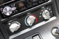 「バイパー」のエアコンの操作パネル。このクルマを買ったときは「ついに私も、エアコンが効いて音楽の聞けるクルマを……」って思ったもんですよ。