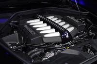 「レイス ブラックバッジ」の12気筒エンジン。標準車よりも最大トルクが増大している。