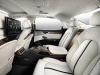 「アウディA8 L W12クワトロ」のリアシート