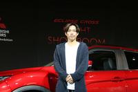 発表会では、髙橋大輔さんが自宅でくつろぎながらPC経由で「エクリプス クロス」を見るという、ナイトショールームの寸劇が行われた。リラックスした服装であるのはそのため。