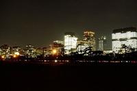 夜の皇居コース、最大のスペクタクルは、丸の内地区のビルの夜景でしょう。反時計周りしていて桜田門を過ぎると、この壮観な夜景がどーんと現れます。